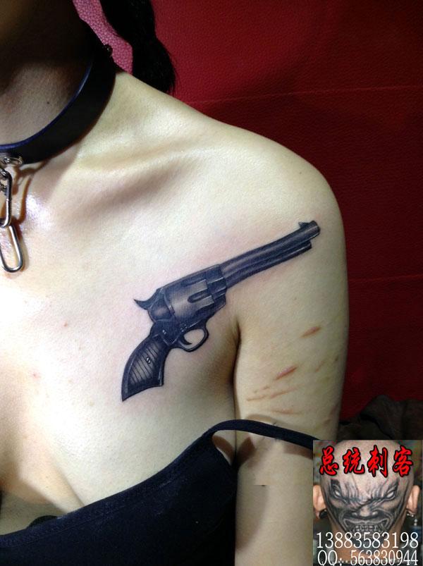 但打个比方,如果一个纹身我们要价1000元,但客人只给100元,结果做出来图片